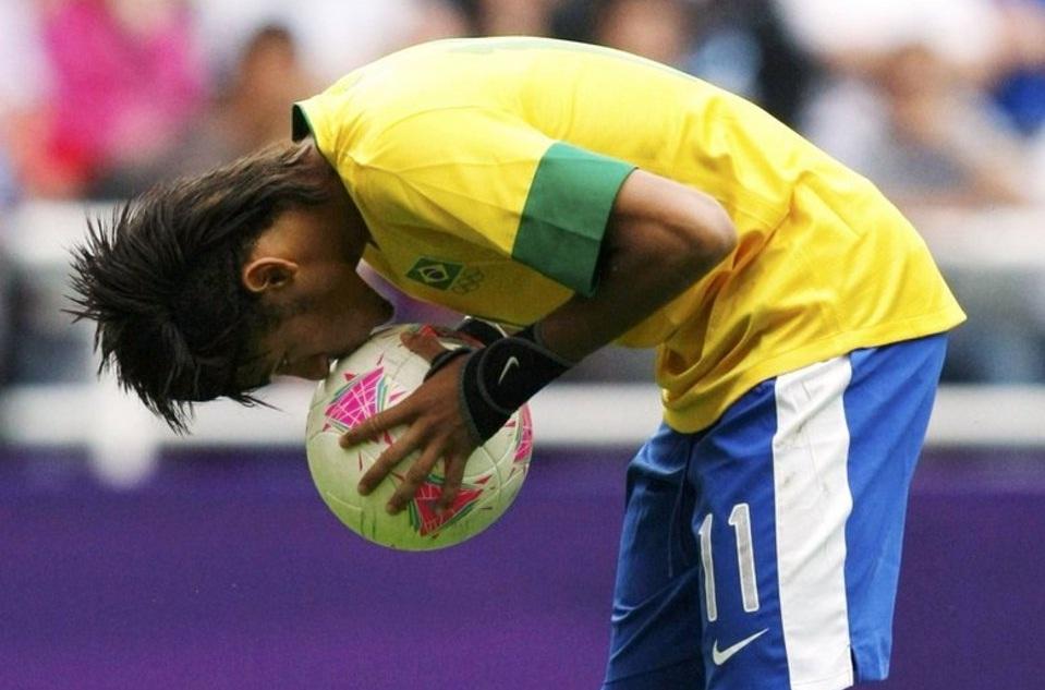neymar_beso_bal