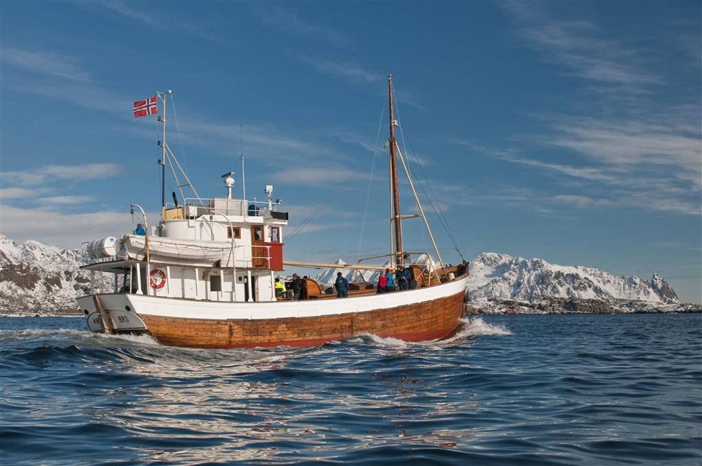 islas lofoten fishing boat